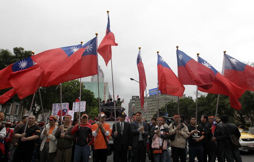Chinese general issues 'war criminal' warning to Taiwan