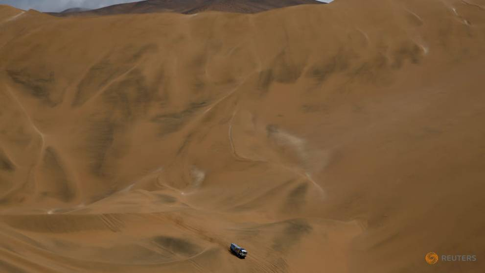 Dakar truck driver excluded after collision with spectator