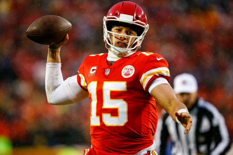 Chiefs roll past Colts to advance in NFL playoffs