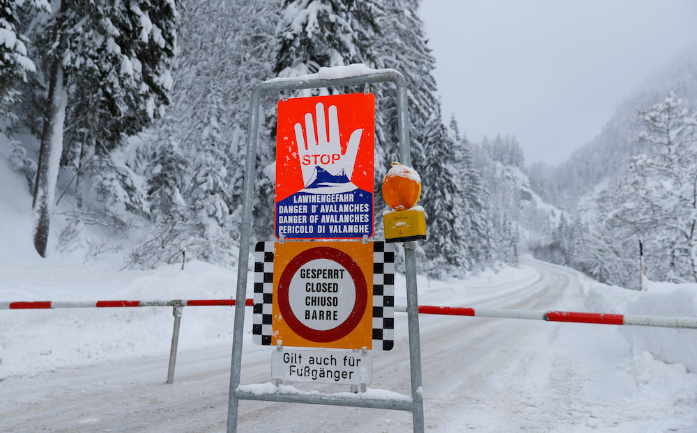 Polish TV: Three people buried in avalanche