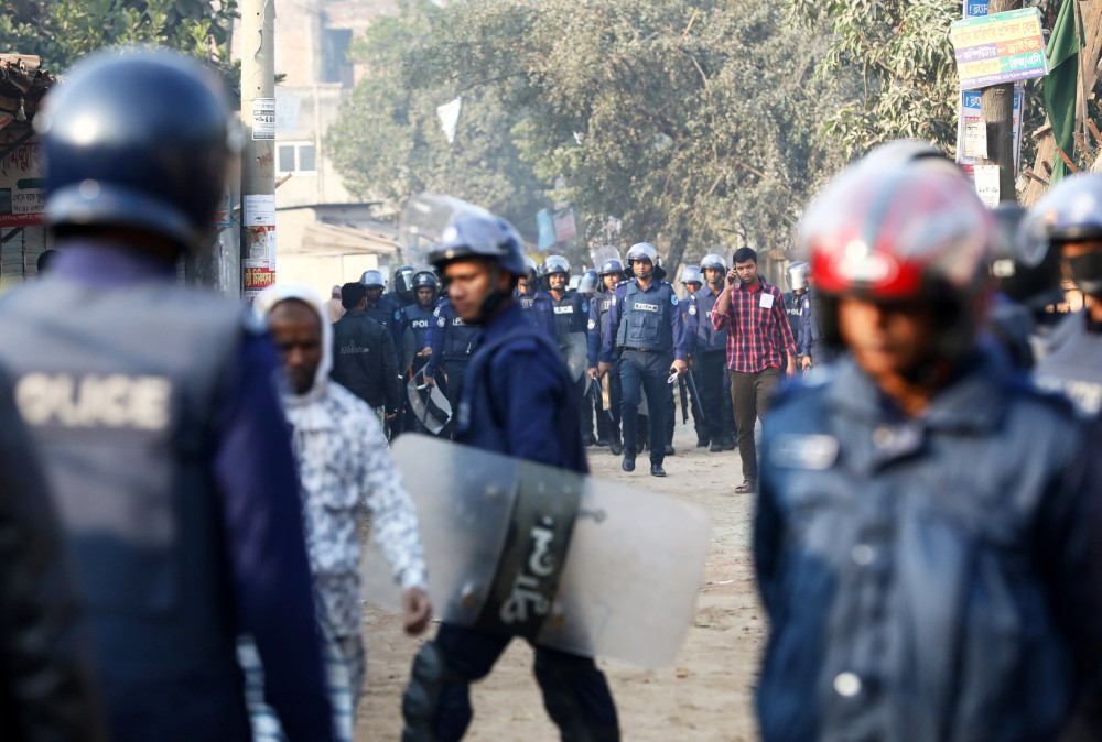 Bangladesh garment manufacturers raise workers' pay amid further protests