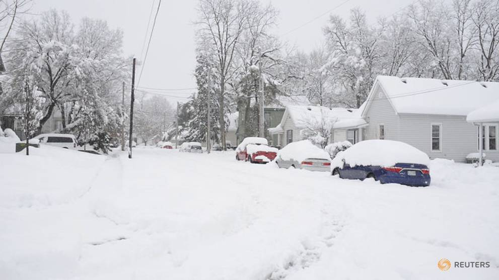 Snowstorm blankets mid-Atlantic US, at least seven dead in Midwest