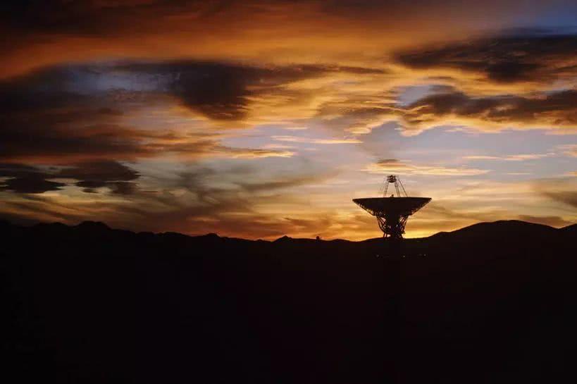 俄唯一太空射电望远镜与地面失联;贵州发现蛇首人身武士像