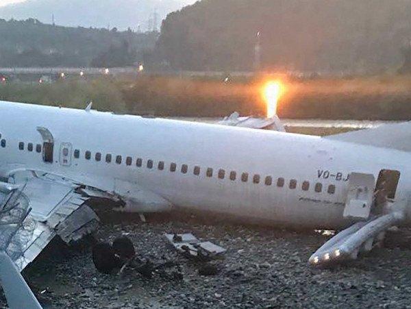 快讯:一架波音707客机在伊朗首都附近坠毁(图)