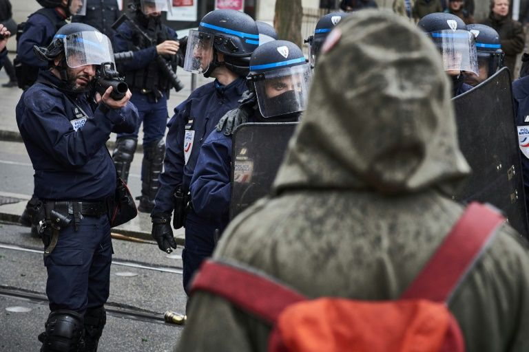 France should halt use of controversial riot guns: rights chief