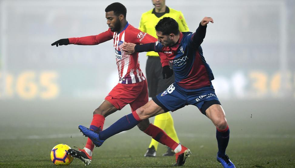 西甲-阿里亚斯世界波格子送助攻 马竞3-0韦斯卡