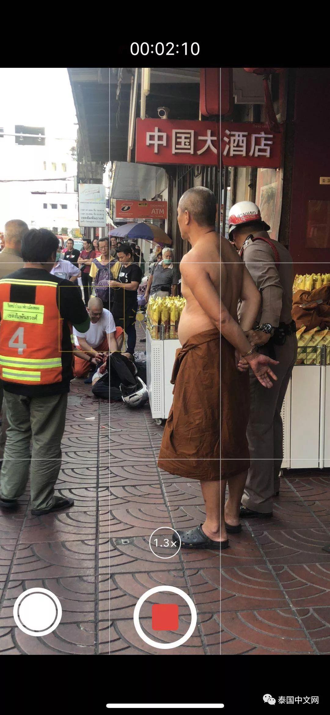 男子在唐人街疑因向和尚炫耀刀枪不入,结果被和尚砍成重伤