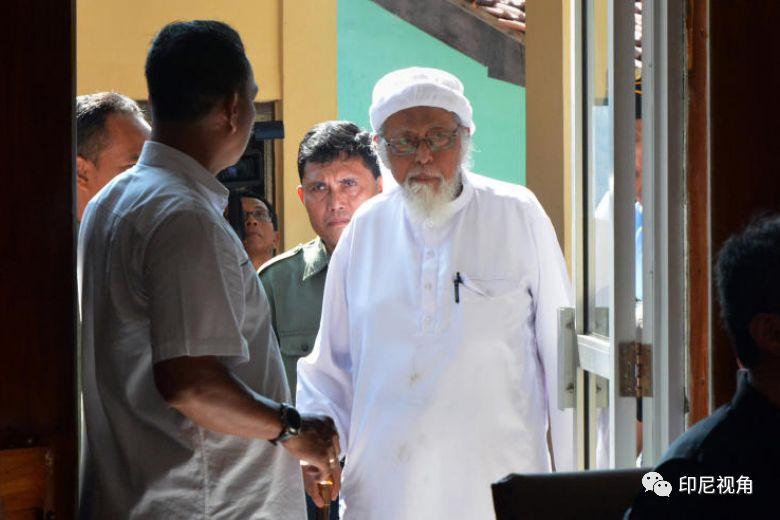巴厘岛爆炸案主犯阿布峇卡: 判15年入狱9年今年81岁 健康欠佳佐爷准提前出狱