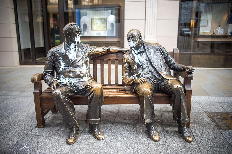 丘吉尔雕像被泼漆!英国多处文物遭破坏 二战老兵怒了