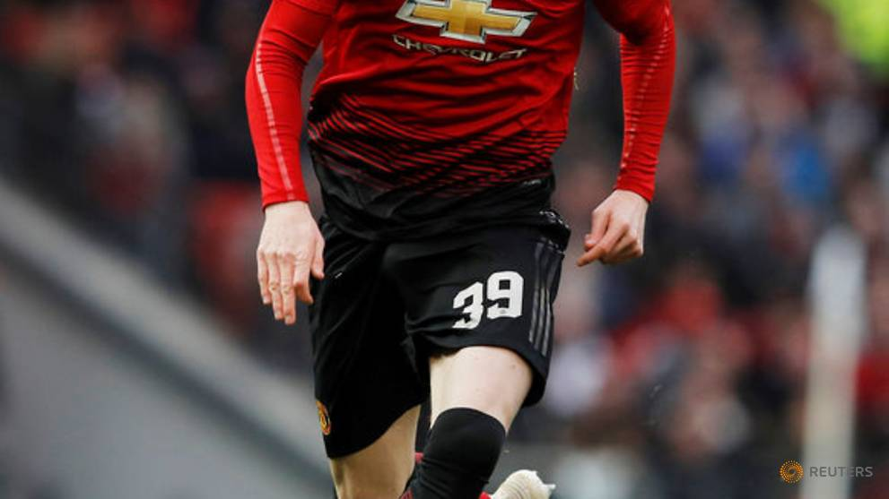 Midfielder McTominay commits future to Manchester United