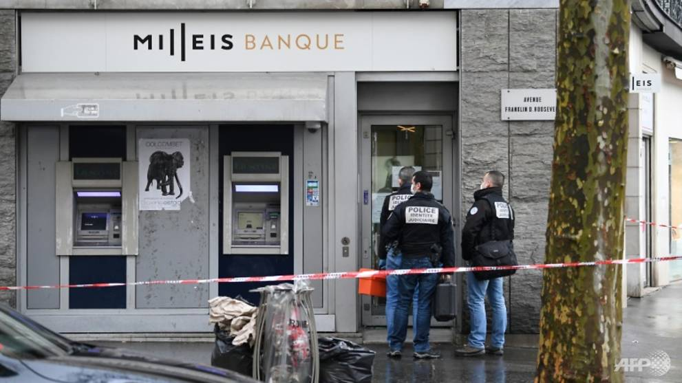 Daring Paris bank raid near Champs-Elysees