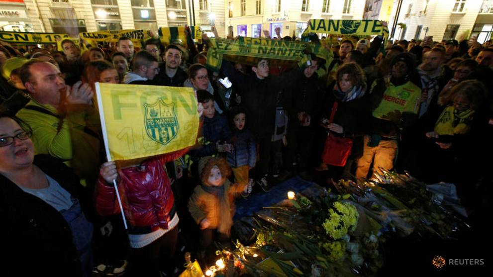 Hopes fade for football star Sala as rescuers search English Channel