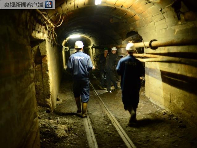 科索沃一矿井停电致100名矿工被困井下700米