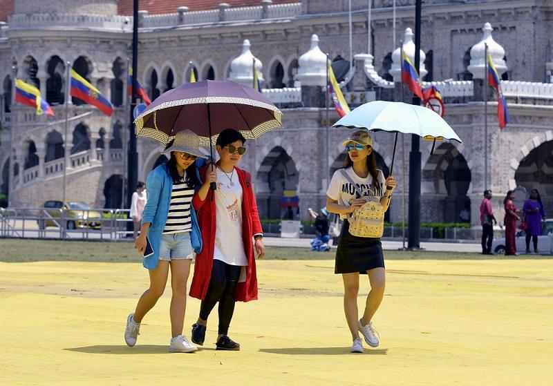 Putrajaya cops bust Peruvian gang targeting tourists