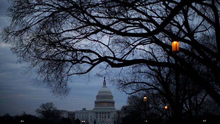 """美国会两党达成初步协议避免政府再次""""关门"""""""