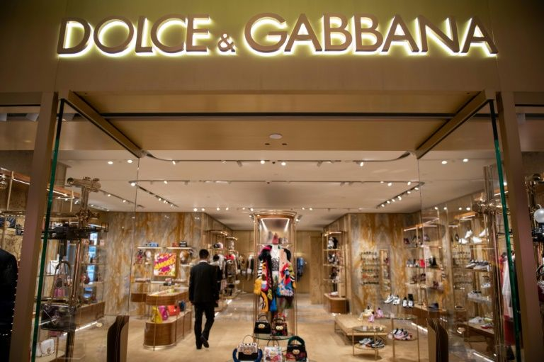 Chinese dolce & gabbana model apologises for part in race row