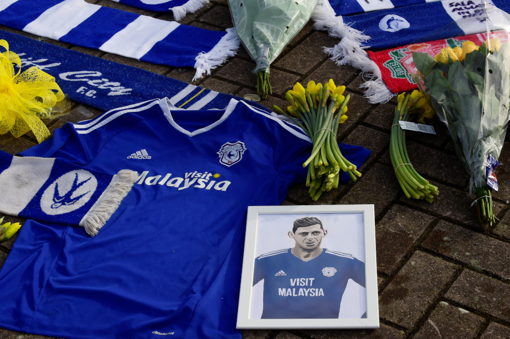 Channel police call off search for plane of footballer Sala