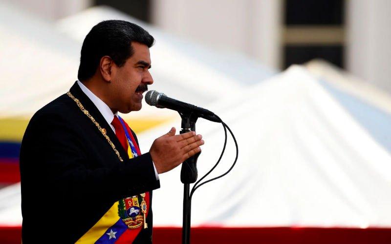 Kremlin backs Venezuela's Maduro, while West turns up heat