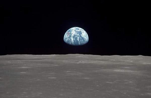 最新研究:一块月表岩石可能来自40亿年前的地球