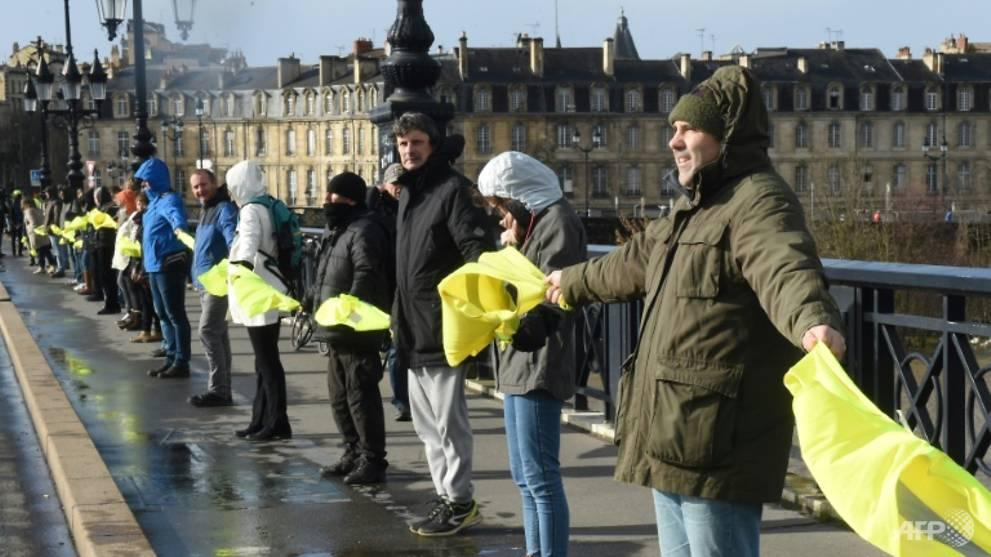 10,000 march in Paris against 'yellow vest' violence
