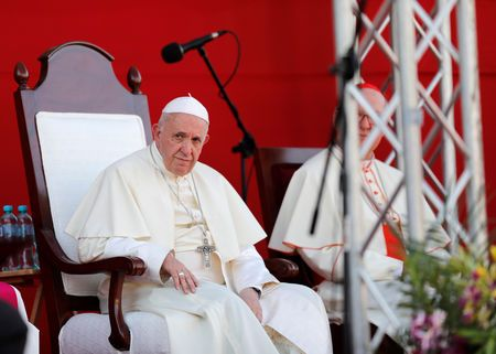 Pope says he will not change priest celibacy rules