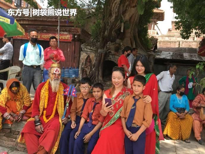 尼泊尔4岁女孩受众人朝拜,有专门人员照料,网友:十分神秘!