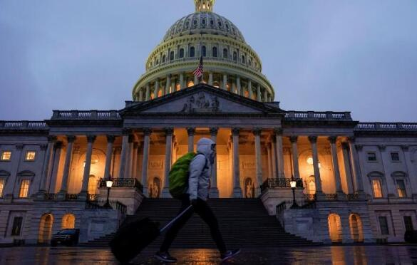 美国政府重开2天后 特朗普和白宫威胁再次关门
