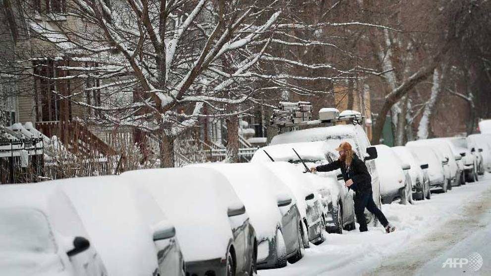 Snow blankets US Midwest as it braces for extreme cold