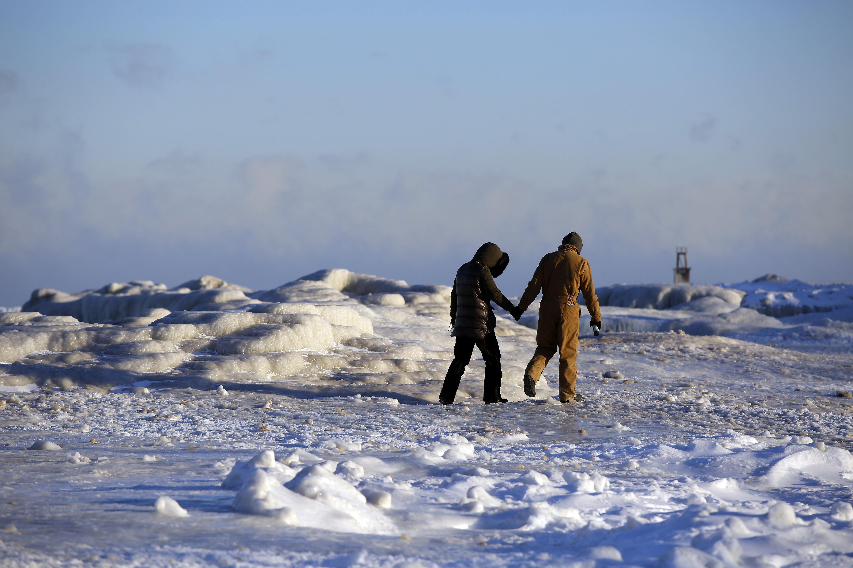 美国中西部气温骤降至20度 至少七人死亡