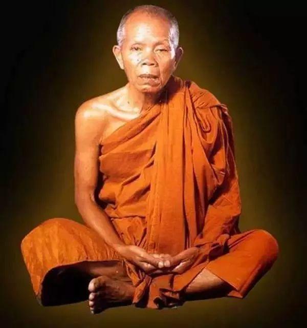 泰国哭了!这名一生捐款60亿的高僧走了,曾救人无数,国王也向他下跪……