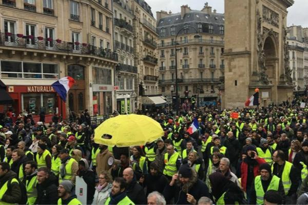 """连续12周!法国""""黄背心""""抗议者再涌上街头"""