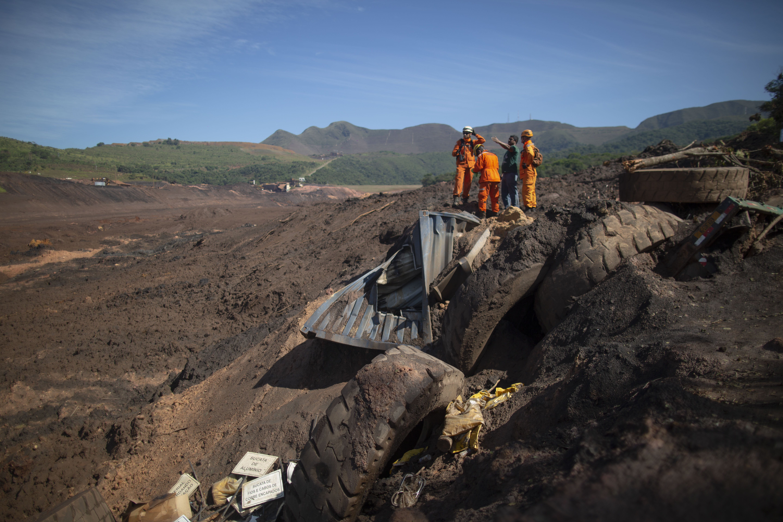 巴西矿坝决堤死亡人数增至121人