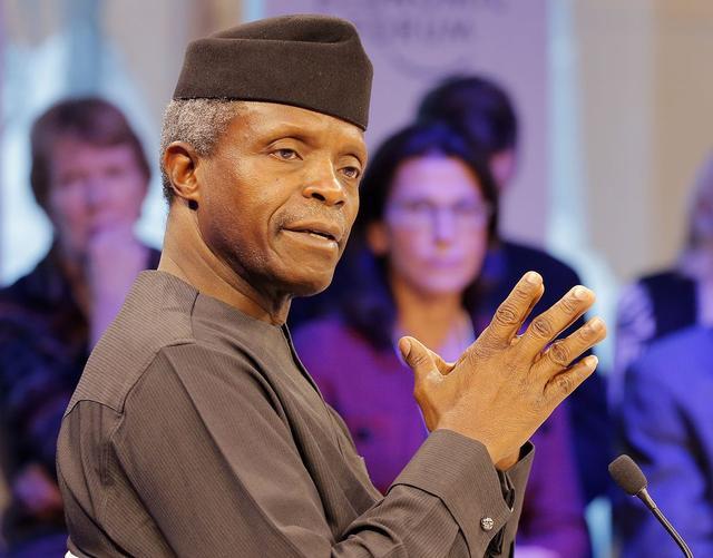 尼日利亚副总统所乘直升机降落时坠毁 现场画面曝光