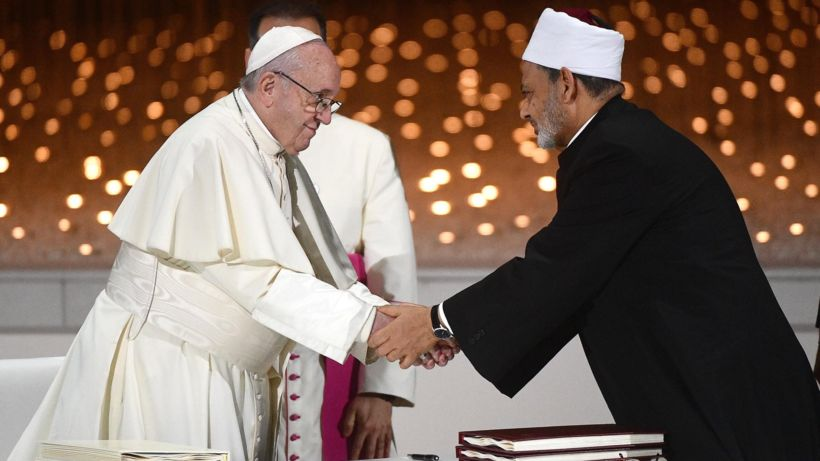 Top cleric urges Middle East's Muslims to 'embrace' Christians