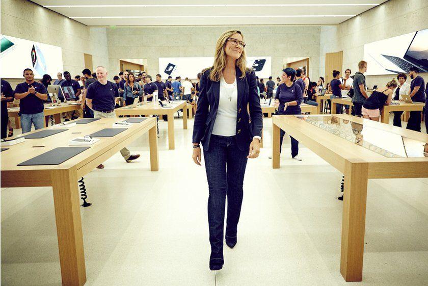 """苹果""""头号女员工""""离职 曾被认为是库克接班人(组图)"""