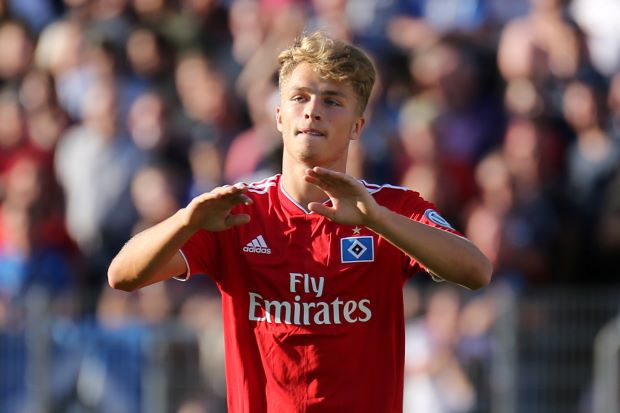 Bayern agree to sign talented teenager Arp from Hamburg