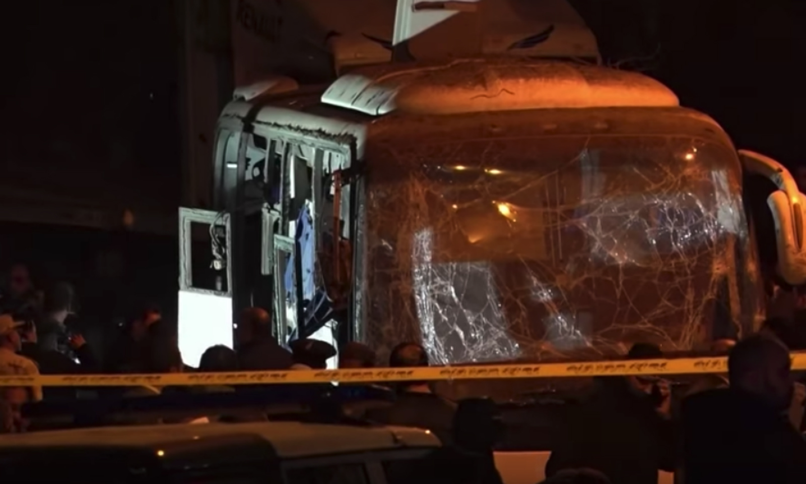 Vietnamese tourists, Egyptian guide killed in bomb attackVietnam's foreign ministry requested the Egyptian government to investigate the case and catch the culprits