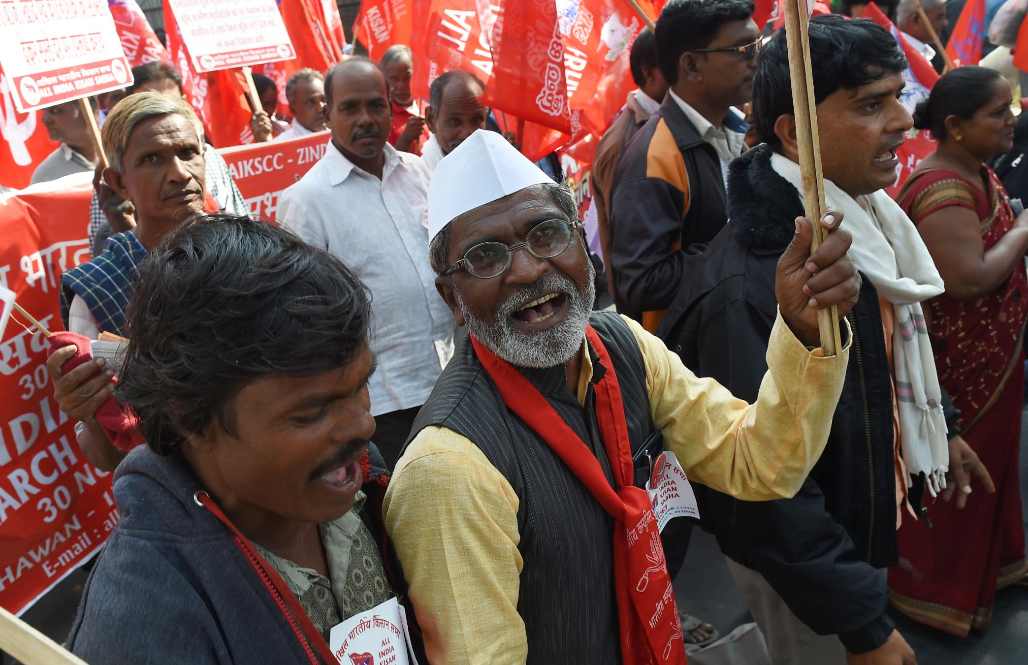 Opposition leaders unite against India's brewing farm crisisAs tens of thousands of farmers marched to the Indian Parliament to voice their distress, leaders of opposition parties arrived to show support