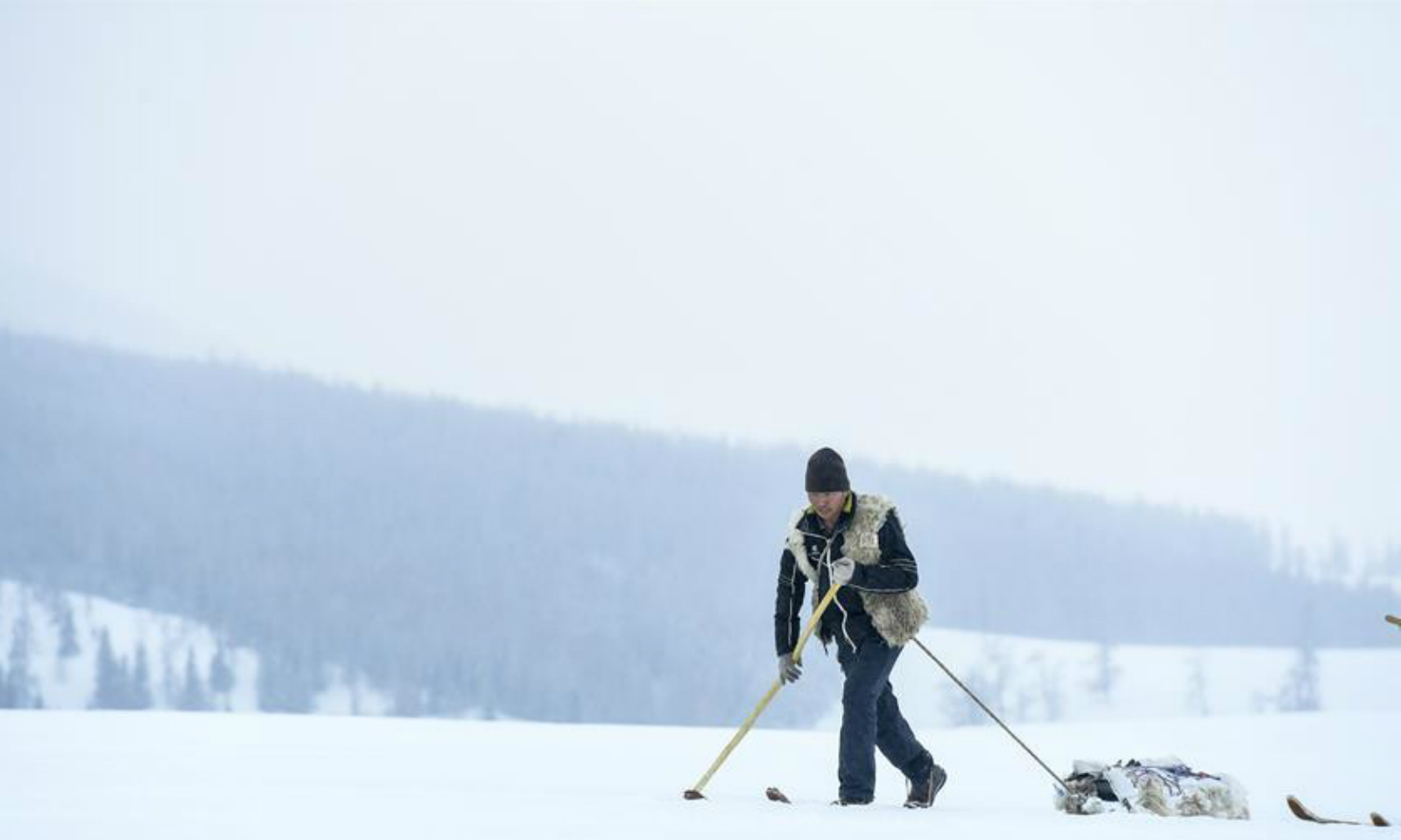 Xinjiang herdsmen complete 10-day journey on fur snowboardsNine men using traditional fur snowboards completed the 300km journey to promote skiing in the Xinjiang region