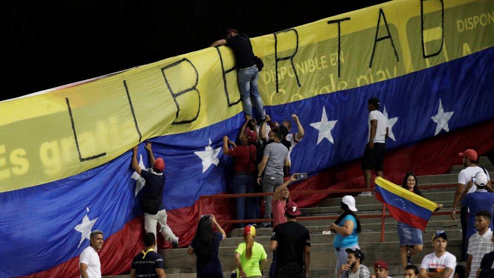 China calls for peaceful dialogue on Venezuela crisis