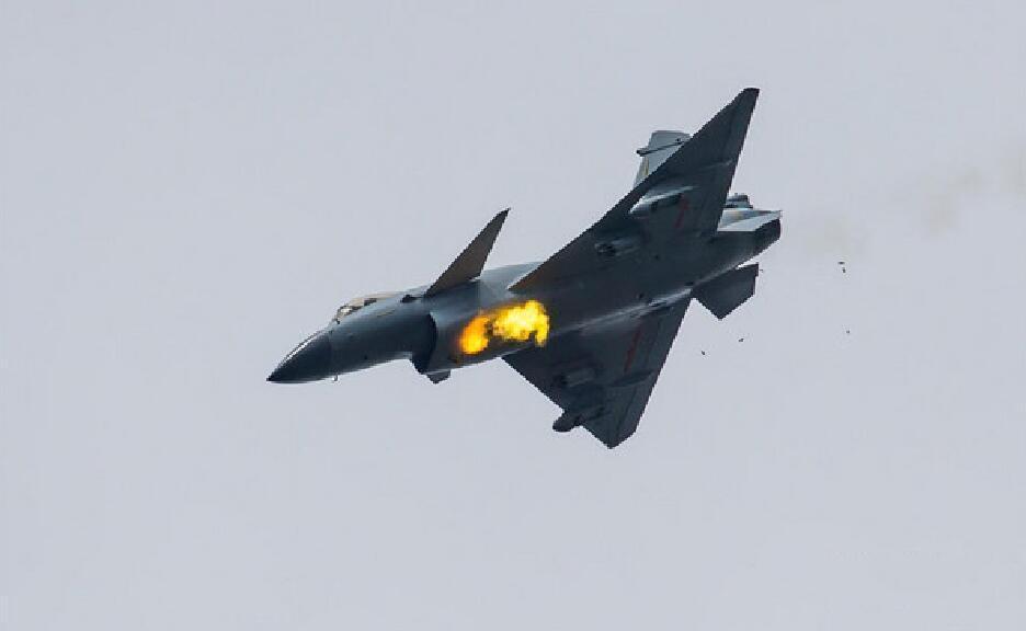 原创 苏-27逼退F-15,有意思的是,我国早有过这样的操作
