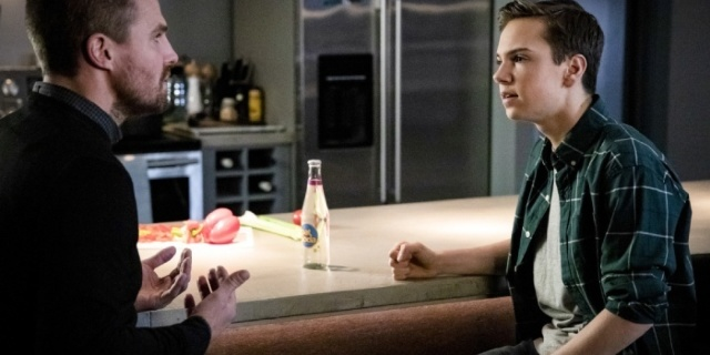 """'Arrow': Oliver Takes Away William's Pancakes In New """"Star City Slayer"""" Clip"""
