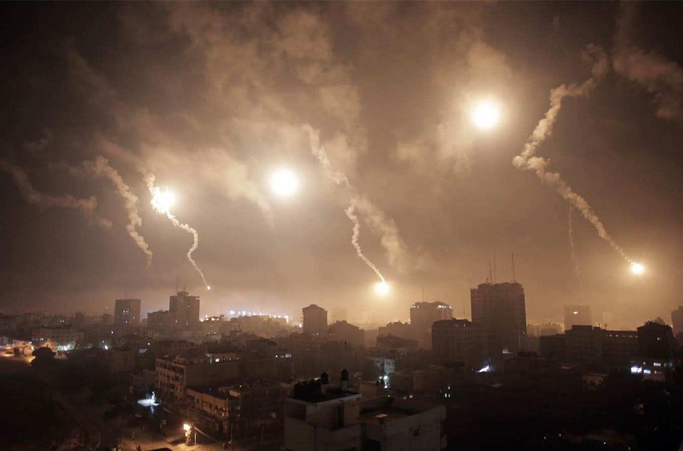 """原创 美联军发动""""飞机大屠杀"""",精准制导炸弹落入叙平民营,70人伤亡"""