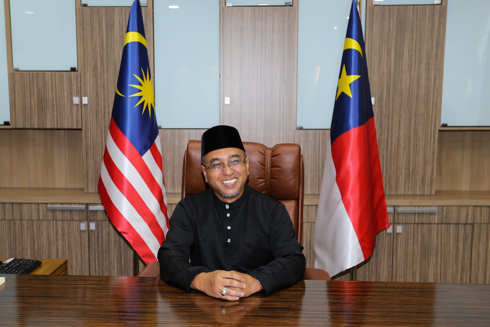 No such thing as backdoor govt in Melaka, says chief minister