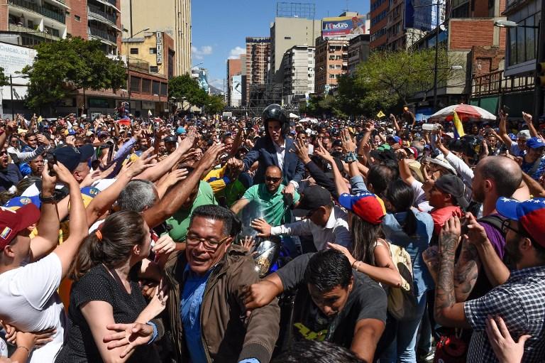 委内瑞拉反对派要让救援物资入境 军队严阵以待