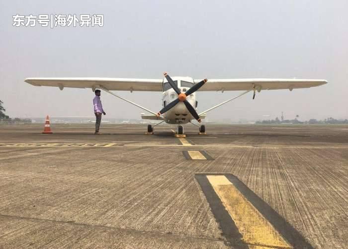印度男子在房顶造出飞机 获得资助欲建工厂