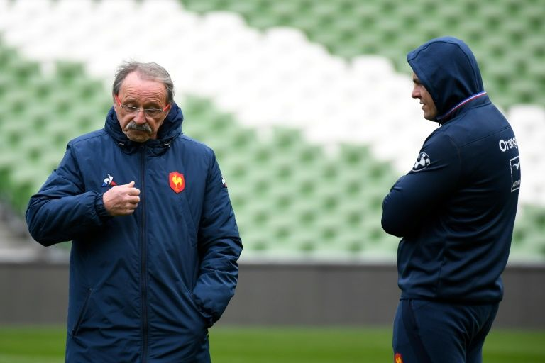 French rugby coach rings changes but keeps skipper Guirado