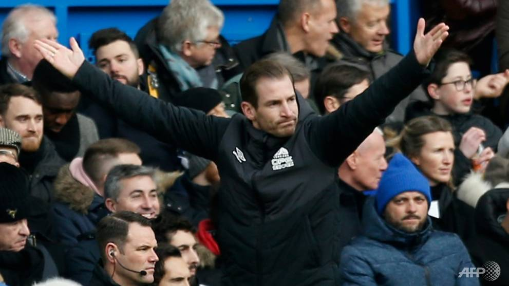 Football: Huddersfield move closer to relegation, Burnley in trouble
