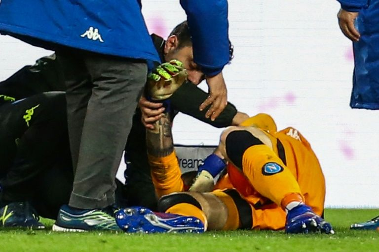 Napoli goalkeeper Ospina under observation after head injury