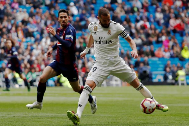 Benzema brace gives Madrid victory over Eibar